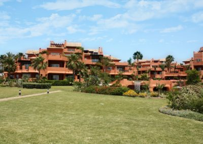 2/3/4 bed beach front apartments in East Marbella – from €895k